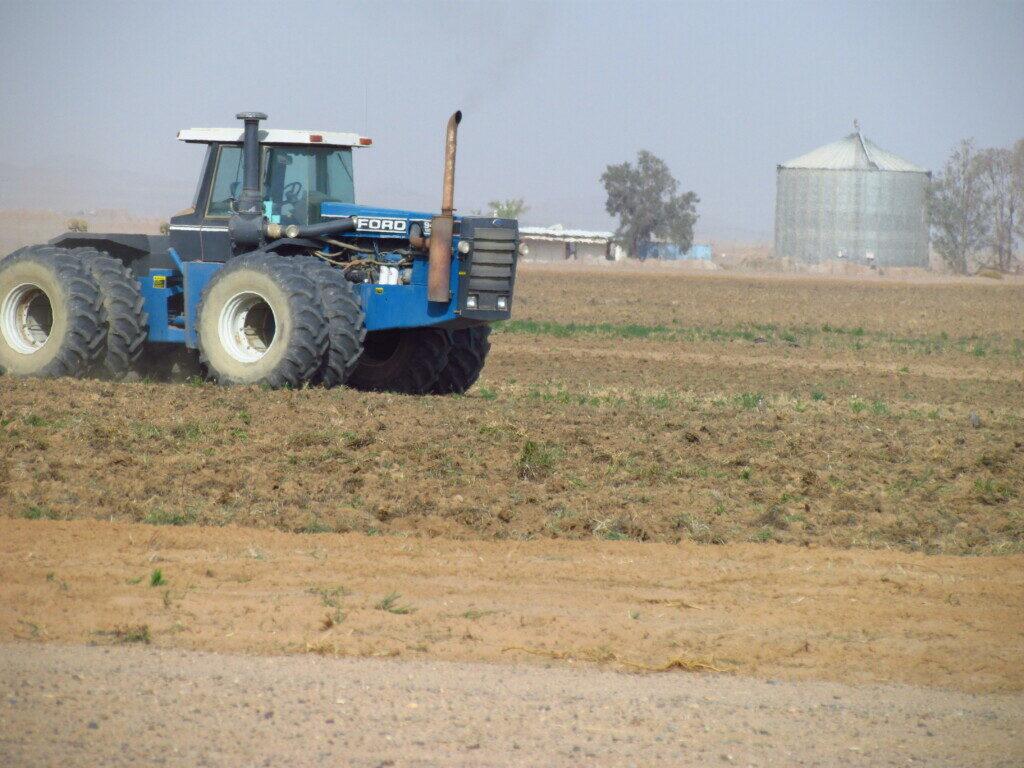 Ploughing pivot field